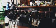 Aprovisionamiento y Almacenaje de Alimentos y Bebidas en el Bar. Control de la Actividad Económica del Bar y Cafetería. Técnicas de Servicio de Alimentos y Bebidas en Barra y Mesa